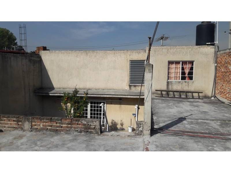 Casa en venta colonia Zona Industrial de Guadalajara. con las siguientes características: Superficie Terreno: 317.79 m2  Superficie construida aprox. : 350 m2  7 Habitaciones 3 baños completos (1 jacuzzi con hidromasaje) 2 salas cocina comedor patio cochera 2 autos 2 pisos (plantas) cuarto de lavado Terraza N DE LA PROPIEDAD   20