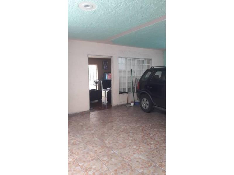 Casa en venta colonia Zona Industrial de Guadalajara. con las siguientes características: Superficie Terreno: 317.79 m2  Superficie construida aprox. : 350 m2  7 Habitaciones 3 baños completos (1 jacuzzi con hidromasaje) 2 salas cocina comedor patio cochera 2 autos 2 pisos (plantas) cuarto de lavado Terraza N DE LA PROPIEDAD   21