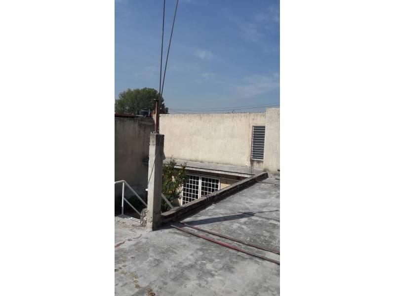 Casa en venta colonia Zona Industrial de Guadalajara. con las siguientes características: Superficie Terreno: 317.79 m2  Superficie construida aprox. : 350 m2  7 Habitaciones 3 baños completos (1 jacuzzi con hidromasaje) 2 salas cocina comedor patio cochera 2 autos 2 pisos (plantas) cuarto de lavado Terraza N DE LA PROPIEDAD   23