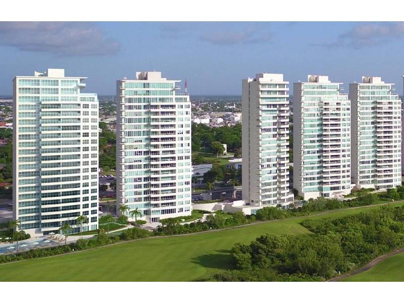 MLS-DCA203  Excelente oportunidad de inversion, Condo a la venta en Cancun  Departamento de lujo ubicado dentro de Puerto Cancun, un residencial privado cerca de las zonas mas exclusivas de Cancun. Este desarrollo cuenta con acabados que destacan la exclusividad y confort. Sus amplias terrazas te permiten disfrutar de un hermoso paisaje y de una convivencia al aire libre.  Cuenta con amplios jardines, un lobby y gimnasio. Fuera de la torre, se encuentra una piscina de nado y una alberca recreativa, un asoleadero, baños y áreas de convivencia donde el verde predomina con su bella vista al campo de golf. Este departamento te frece extraordinarias amenidades con espacios amplios en un ambiente agradable donde encontrarás sin duda, tranquilidad y confort.  amenidades   • Seguridad 24/7  • Lobby  • Cuarto de juegos  • Alberca de nado y recreativa  • Asoleadero  • Grandes jardines  • Spa y sauna  • Gym  • Cancha de Paddle Tennis  • Cancha de fútbol y basquetbol  • Business center  • Kids club  • Salón de usos múltiples  • Bodega  • Estacionamiento  • subterráneo y de visita  2 recamaras 2 baños 158 m2 $ 6,901,000 MXN ($ 363,211 USD)  3 PENTHOUSE recamaras 3 y un medio baño 313 m2 $ 12,844,000 MXN ($ 676,000 USD)  El precio puede cambiar de acuerdo a la disponibilidad, demanda y al avance de la obra, contactanos para confirmar el precio actual.   #iowncancun #cancunrealstate #cancuncondos  #puertocancun #cancuncondominiums #cancunbroker #cancunlisting #cancunrealty #cancun #cancunlifestyle #Luxurycancun  5