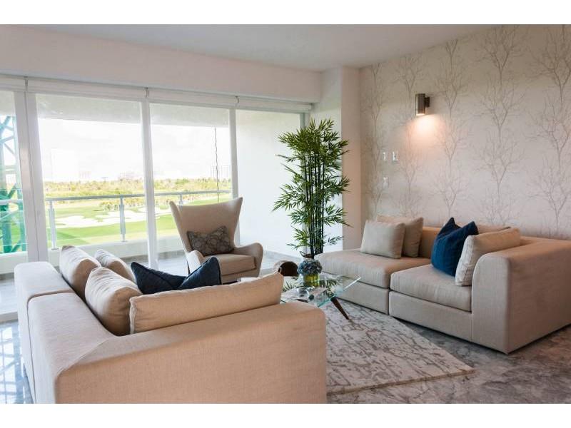 MLS-DCA203  Excelente oportunidad de inversion, Condo a la venta en Cancun  Departamento de lujo ubicado dentro de Puerto Cancun, un residencial privado cerca de las zonas mas exclusivas de Cancun. Este desarrollo cuenta con acabados que destacan la exclusividad y confort. Sus amplias terrazas te permiten disfrutar de un hermoso paisaje y de una convivencia al aire libre.  Cuenta con amplios jardines, un lobby y gimnasio. Fuera de la torre, se encuentra una piscina de nado y una alberca recreativa, un asoleadero, baños y áreas de convivencia donde el verde predomina con su bella vista al campo de golf. Este departamento te frece extraordinarias amenidades con espacios amplios en un ambiente agradable donde encontrarás sin duda, tranquilidad y confort.  amenidades   • Seguridad 24/7  • Lobby  • Cuarto de juegos  • Alberca de nado y recreativa  • Asoleadero  • Grandes jardines  • Spa y sauna  • Gym  • Cancha de Paddle Tennis  • Cancha de fútbol y basquetbol  • Business center  • Kids club  • Salón de usos múltiples  • Bodega  • Estacionamiento  • subterráneo y de visita  2 recamaras 2 baños 158 m2 $ 6,901,000 MXN ($ 363,211 USD)  3 PENTHOUSE recamaras 3 y un medio baño 313 m2 $ 12,844,000 MXN ($ 676,000 USD)  El precio puede cambiar de acuerdo a la disponibilidad, demanda y al avance de la obra, contactanos para confirmar el precio actual.   #iowncancun #cancunrealstate #cancuncondos  #puertocancun #cancuncondominiums #cancunbroker #cancunlisting #cancunrealty #cancun #cancunlifestyle #Luxurycancun  2