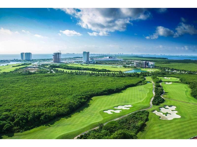 MLS-DCA203  Excelente oportunidad de inversion, Condo a la venta en Cancun  Departamento de lujo ubicado dentro de Puerto Cancun, un residencial privado cerca de las zonas mas exclusivas de Cancun. Este desarrollo cuenta con acabados que destacan la exclusividad y confort. Sus amplias terrazas te permiten disfrutar de un hermoso paisaje y de una convivencia al aire libre.  Cuenta con amplios jardines, un lobby y gimnasio. Fuera de la torre, se encuentra una piscina de nado y una alberca recreativa, un asoleadero, baños y áreas de convivencia donde el verde predomina con su bella vista al campo de golf. Este departamento te frece extraordinarias amenidades con espacios amplios en un ambiente agradable donde encontrarás sin duda, tranquilidad y confort.  amenidades   • Seguridad 24/7  • Lobby  • Cuarto de juegos  • Alberca de nado y recreativa  • Asoleadero  • Grandes jardines  • Spa y sauna  • Gym  • Cancha de Paddle Tennis  • Cancha de fútbol y basquetbol  • Business center  • Kids club  • Salón de usos múltiples  • Bodega  • Estacionamiento  • subterráneo y de visita  2 recamaras 2 baños 158 m2 $ 6,901,000 MXN ($ 363,211 USD)  3 PENTHOUSE recamaras 3 y un medio baño 313 m2 $ 12,844,000 MXN ($ 676,000 USD)  El precio puede cambiar de acuerdo a la disponibilidad, demanda y al avance de la obra, contactanos para confirmar el precio actual.   #iowncancun #cancunrealstate #cancuncondos  #puertocancun #cancuncondominiums #cancunbroker #cancunlisting #cancunrealty #cancun #cancunlifestyle #Luxurycancun  6