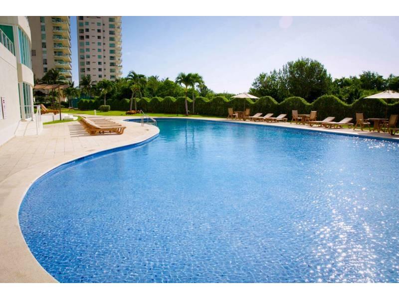 MLS-DCA203  Excelente oportunidad de inversion, Condo a la venta en Cancun  Departamento de lujo ubicado dentro de Puerto Cancun, un residencial privado cerca de las zonas mas exclusivas de Cancun. Este desarrollo cuenta con acabados que destacan la exclusividad y confort. Sus amplias terrazas te permiten disfrutar de un hermoso paisaje y de una convivencia al aire libre.  Cuenta con amplios jardines, un lobby y gimnasio. Fuera de la torre, se encuentra una piscina de nado y una alberca recreativa, un asoleadero, baños y áreas de convivencia donde el verde predomina con su bella vista al campo de golf. Este departamento te frece extraordinarias amenidades con espacios amplios en un ambiente agradable donde encontrarás sin duda, tranquilidad y confort.  amenidades   • Seguridad 24/7  • Lobby  • Cuarto de juegos  • Alberca de nado y recreativa  • Asoleadero  • Grandes jardines  • Spa y sauna  • Gym  • Cancha de Paddle Tennis  • Cancha de fútbol y basquetbol  • Business center  • Kids club  • Salón de usos múltiples  • Bodega  • Estacionamiento  • subterráneo y de visita  2 recamaras 2 baños 158 m2 $ 6,901,000 MXN ($ 363,211 USD)  3 PENTHOUSE recamaras 3 y un medio baño 313 m2 $ 12,844,000 MXN ($ 676,000 USD)  El precio puede cambiar de acuerdo a la disponibilidad, demanda y al avance de la obra, contactanos para confirmar el precio actual.   #iowncancun #cancunrealstate #cancuncondos  #puertocancun #cancuncondominiums #cancunbroker #cancunlisting #cancunrealty #cancun #cancunlifestyle #Luxurycancun  14