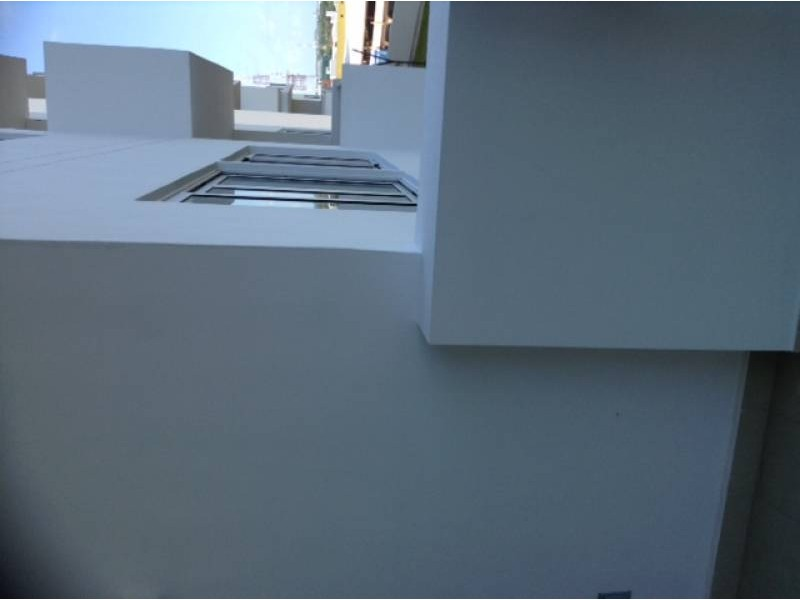 """El departamento se encuentra en el Desarrollo Habitacional-residencial posiblemente mas importante de Cancún """"MALECÓN AMÉRICAS"""", que es un conjunto de torres de departamentos, Hotel, y la Plaza Comercial mas importante de Cancún.  Todos los departamentos tienen estacionamiento techado y elevadores que lo llevan a la puerta de su Departamento, de una manera sencilla y confiable.  Todos los departamentos tienen una espectacular vista de la laguna y del mar Caribe, estando en el centro de Cancún.  115.29 M2  2 Recámaras, la principal con vestidor y baño  2 Baños  Sala, Comedor, Terraza con vista panorámica, Cocina integral, Patio de servicio, A/A  2 Cajones de estacionamiento techado en el nivel 3 La torre cuenta con Alberca, Palapa, Gym, Salón de eventos.   INFORMES AL 3331702829 GARI Y ASOCIADOS  6"""