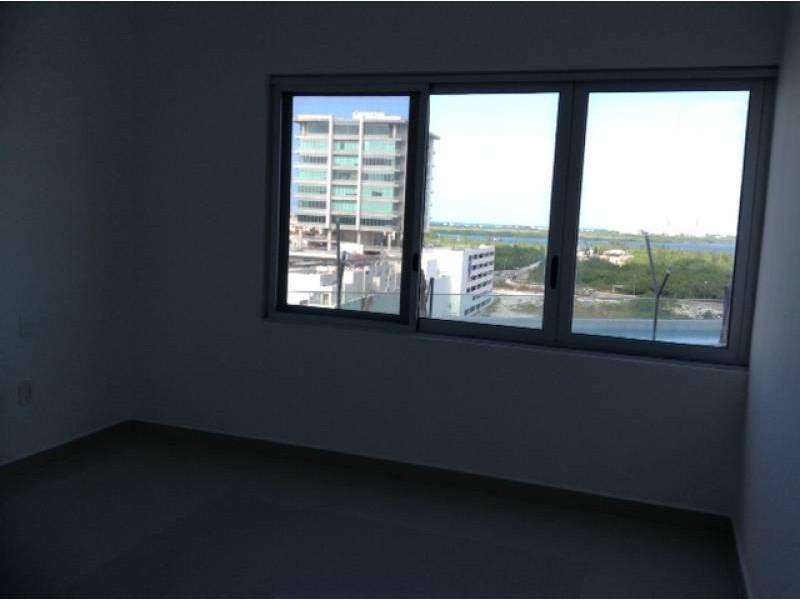 """El departamento se encuentra en el Desarrollo Habitacional-residencial posiblemente mas importante de Cancún """"MALECÓN AMÉRICAS"""", que es un conjunto de torres de departamentos, Hotel, y la Plaza Comercial mas importante de Cancún.  Todos los departamentos tienen estacionamiento techado y elevadores que lo llevan a la puerta de su Departamento, de una manera sencilla y confiable.  Todos los departamentos tienen una espectacular vista de la laguna y del mar Caribe, estando en el centro de Cancún.  115.29 M2  2 Recámaras, la principal con vestidor y baño  2 Baños  Sala, Comedor, Terraza con vista panorámica, Cocina integral, Patio de servicio, A/A  2 Cajones de estacionamiento techado en el nivel 3 La torre cuenta con Alberca, Palapa, Gym, Salón de eventos.   INFORMES AL 3331702829 GARI Y ASOCIADOS  7"""