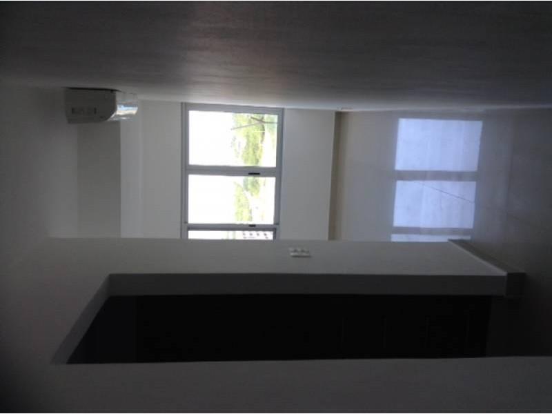 """El departamento se encuentra en el Desarrollo Habitacional-residencial posiblemente mas importante de Cancún """"MALECÓN AMÉRICAS"""", que es un conjunto de torres de departamentos, Hotel, y la Plaza Comercial mas importante de Cancún.  Todos los departamentos tienen estacionamiento techado y elevadores que lo llevan a la puerta de su Departamento, de una manera sencilla y confiable.  Todos los departamentos tienen una espectacular vista de la laguna y del mar Caribe, estando en el centro de Cancún.  115.29 M2  2 Recámaras, la principal con vestidor y baño  2 Baños  Sala, Comedor, Terraza con vista panorámica, Cocina integral, Patio de servicio, A/A  2 Cajones de estacionamiento techado en el nivel 3 La torre cuenta con Alberca, Palapa, Gym, Salón de eventos.   INFORMES AL 3331702829 GARI Y ASOCIADOS  12"""