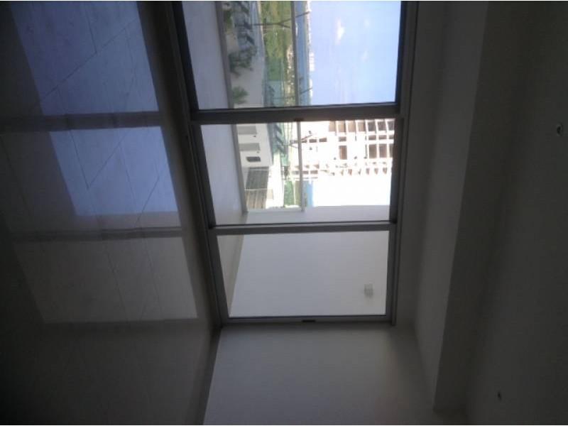 """El departamento se encuentra en el Desarrollo Habitacional-residencial posiblemente mas importante de Cancún """"MALECÓN AMÉRICAS"""", que es un conjunto de torres de departamentos, Hotel, y la Plaza Comercial mas importante de Cancún.  Todos los departamentos tienen estacionamiento techado y elevadores que lo llevan a la puerta de su Departamento, de una manera sencilla y confiable.  Todos los departamentos tienen una espectacular vista de la laguna y del mar Caribe, estando en el centro de Cancún.  115.29 M2  2 Recámaras, la principal con vestidor y baño  2 Baños  Sala, Comedor, Terraza con vista panorámica, Cocina integral, Patio de servicio, A/A  2 Cajones de estacionamiento techado en el nivel 3 La torre cuenta con Alberca, Palapa, Gym, Salón de eventos.   INFORMES AL 3331702829 GARI Y ASOCIADOS  14"""
