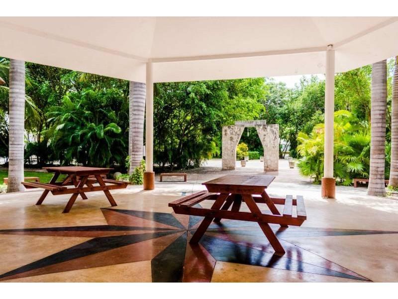 MLS-DCA215  Condo de 2 Recamaras en Arbolada, Cancun  40 Condos Ubicados en la nueva fase de Arbolada Residencial, donde se vive y se disfruta la verdadera naturaleza de Cancún.  Combina lo increible de la naturaleza con lo emocionante del diseño.  - Equipados con todo lo que se necesita para las comodidades de la vida diaria. - Acabados de lujo, con espacios 100% funcionales. - Sala / comedor con cocina integral. - Cubiertas de mármol y granito en baños y cocina. - Carpintería de diseño. - Dos recamaras y dos baños completos. - Diseño de iluminación a base de LEDs  Amenidades  - 50% Áreas verdes. - Alberca con calentadores solares. - Acceso controlado. - Circuito cerrado de vigilancia. - Vigilancia las 24 hrs. - Wi Fi en áreas comunes. - BBQ y Bar Área.   Disponibilidad:  2 Recamaras 2 Baños Balcon 70 m2 Precio: $ 2'055,391 MXN ( $ 108,200 USD).  El precio puede cambiar de acuerdo a la disponibilidad, demanda y al avance de la obra, contactanos para confirmar el precio actual.   #iowncancun #cancunrealstate #cancuncondos  #puertocancun #cancuncondominiums #cancunbroker #cancunlisting #cancunrealty #cancun #cancunlifestyle #Luxurycancun #selvacorealty #newlisting #luxuryrealestate #rivieramaya #realestate #inversion #Broker #Listing #properties #lifestyle #Forsale #exclusivelisting  4