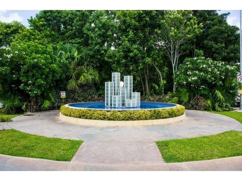 MLS-DCA215  Condo de 2 Recamaras en Arbolada, Cancun  40 Condos Ubicados en la nueva fase de Arbolada Residencial, donde se vive y se disfruta la verdadera naturaleza de Cancún.  Combina lo increible de la naturaleza con lo emocionante del diseño.  - Equipados con todo lo que se necesita para las comodidades de la vida diaria. - Acabados de lujo, con espacios 100% funcionales. - Sala / comedor con cocina integral. - Cubiertas de mármol y granito en baños y cocina. - Carpintería de diseño. - Dos recamaras y dos baños completos. - Diseño de iluminación a base de LEDs  Amenidades  - 50% Áreas verdes. - Alberca con calentadores solares. - Acceso controlado. - Circuito cerrado de vigilancia. - Vigilancia las 24 hrs. - Wi Fi en áreas comunes. - BBQ y Bar Área.   Disponibilidad:  2 Recamaras 2 Baños Balcon 70 m2 Precio: $ 2'055,391 MXN ( $ 108,200 USD).  El precio puede cambiar de acuerdo a la disponibilidad, demanda y al avance de la obra, contactanos para confirmar el precio actual.   #iowncancun #cancunrealstate #cancuncondos  #puertocancun #cancuncondominiums #cancunbroker #cancunlisting #cancunrealty #cancun #cancunlifestyle #Luxurycancun #selvacorealty #newlisting #luxuryrealestate #rivieramaya #realestate #inversion #Broker #Listing #properties #lifestyle #Forsale #exclusivelisting  8