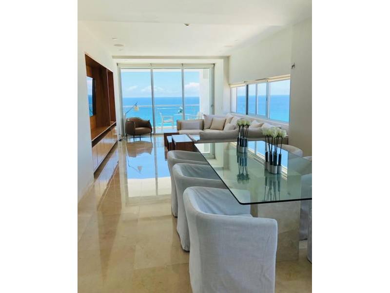 MLS-BRCA203    Departamento frente al mar venta en Emerald Cancun  Edificio frente al mar con 106 residencias de lujo.  Condominio de  3 recamaras con 3.5 baños, terraza con vista al Mar, terraza con vista a la Laguna, sala, comedor, ante comedor, sala de TV, cocina y cuarto de servicio y de lavado.  2 cajones de estacionamiento techados.  Acabados de lujo: Pisos de marmol en interiores y terraza  Cocina de lujo marca Miele  Terraza con jacuzzi vista al mar  Bodega  Amenidades : Motor Lobby Servicio de valet parking Spa Gimnasio y bańo de vapor Restaurante Cancha de tennis Cancha de Paddle tennis Alberca infinity con Camastros y sombrillas tipo lounge Jacuzzi exterior y techado Sala de usos multiples 80 metros de frente de playa Seguridad y circuito cerrado Elevador directo al condominio  3 Recamaras 3.5 Bańos Superficie: 300 m2 Precio: USD1,825,000 (34'675,000 PESOS)  Si deseas saber el inventario completo disponible en este edificio u otras opciones en la zona, contáctanos y te ofrecemos las mejores opciones del mercado. 3