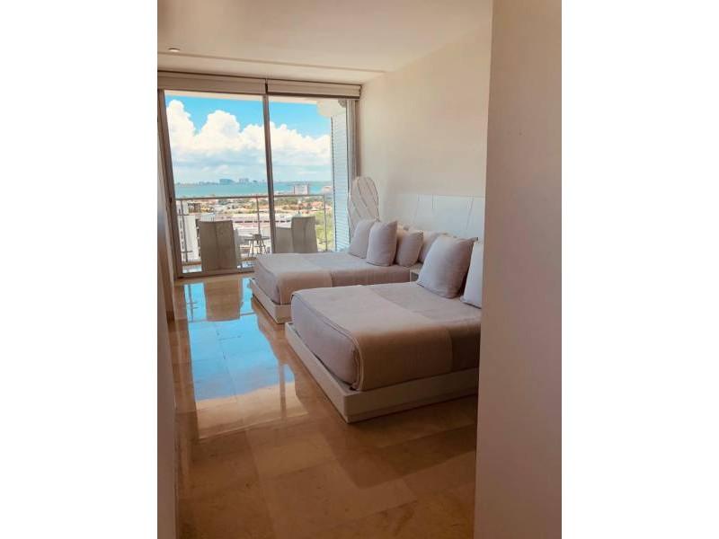 MLS-BRCA203    Departamento frente al mar venta en Emerald Cancun  Edificio frente al mar con 106 residencias de lujo.  Condominio de  3 recamaras con 3.5 baños, terraza con vista al Mar, terraza con vista a la Laguna, sala, comedor, ante comedor, sala de TV, cocina y cuarto de servicio y de lavado.  2 cajones de estacionamiento techados.  Acabados de lujo: Pisos de marmol en interiores y terraza  Cocina de lujo marca Miele  Terraza con jacuzzi vista al mar  Bodega  Amenidades : Motor Lobby Servicio de valet parking Spa Gimnasio y bańo de vapor Restaurante Cancha de tennis Cancha de Paddle tennis Alberca infinity con Camastros y sombrillas tipo lounge Jacuzzi exterior y techado Sala de usos multiples 80 metros de frente de playa Seguridad y circuito cerrado Elevador directo al condominio  3 Recamaras 3.5 Bańos Superficie: 300 m2 Precio: USD1,825,000 (34'675,000 PESOS)  Si deseas saber el inventario completo disponible en este edificio u otras opciones en la zona, contáctanos y te ofrecemos las mejores opciones del mercado. 7
