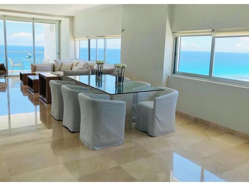 MLS-BRCA203    Departamento frente al mar venta en Emerald Cancun  Edificio frente al mar con 106 residencias de lujo.  Condominio de  3 recamaras con 3.5 baños, terraza con vista al Mar, terraza con vista a la Laguna, sala, comedor, ante comedor, sala de TV, cocina y cuarto de servicio y de lavado.  2 cajones de estacionamiento techados.  Acabados de lujo: Pisos de marmol en interiores y terraza  Cocina de lujo marca Miele  Terraza con jacuzzi vista al mar  Bodega  Amenidades : Motor Lobby Servicio de valet parking Spa Gimnasio y bańo de vapor Restaurante Cancha de tennis Cancha de Paddle tennis Alberca infinity con Camastros y sombrillas tipo lounge Jacuzzi exterior y techado Sala de usos multiples 80 metros de frente de playa Seguridad y circuito cerrado Elevador directo al condominio  3 Recamaras 3.5 Bańos Superficie: 300 m2 Precio: USD1,825,000 (34'675,000 PESOS)  Si deseas saber el inventario completo disponible en este edificio u otras opciones en la zona, contáctanos y te ofrecemos las mejores opciones del mercado. 9