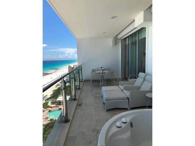 MLS-BRCA203    Departamento frente al mar venta en Emerald Cancun  Edificio frente al mar con 106 residencias de lujo.  Condominio de  3 recamaras con 3.5 baños, terraza con vista al Mar, terraza con vista a la Laguna, sala, comedor, ante comedor, sala de TV, cocina y cuarto de servicio y de lavado.  2 cajones de estacionamiento techados.  Acabados de lujo: Pisos de marmol en interiores y terraza  Cocina de lujo marca Miele  Terraza con jacuzzi vista al mar  Bodega  Amenidades : Motor Lobby Servicio de valet parking Spa Gimnasio y bańo de vapor Restaurante Cancha de tennis Cancha de Paddle tennis Alberca infinity con Camastros y sombrillas tipo lounge Jacuzzi exterior y techado Sala de usos multiples 80 metros de frente de playa Seguridad y circuito cerrado Elevador directo al condominio  3 Recamaras 3.5 Bańos Superficie: 300 m2 Precio: USD1,825,000 (34'675,000 PESOS)  Si deseas saber el inventario completo disponible en este edificio u otras opciones en la zona, contáctanos y te ofrecemos las mejores opciones del mercado. 14