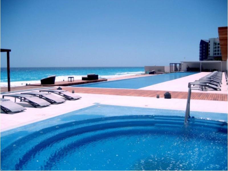 MLS-BRCA203    Departamento frente al mar venta en Emerald Cancun  Edificio frente al mar con 106 residencias de lujo.  Condominio de  3 recamaras con 3.5 baños, terraza con vista al Mar, terraza con vista a la Laguna, sala, comedor, ante comedor, sala de TV, cocina y cuarto de servicio y de lavado.  2 cajones de estacionamiento techados.  Acabados de lujo: Pisos de marmol en interiores y terraza  Cocina de lujo marca Miele  Terraza con jacuzzi vista al mar  Bodega  Amenidades : Motor Lobby Servicio de valet parking Spa Gimnasio y bańo de vapor Restaurante Cancha de tennis Cancha de Paddle tennis Alberca infinity con Camastros y sombrillas tipo lounge Jacuzzi exterior y techado Sala de usos multiples 80 metros de frente de playa Seguridad y circuito cerrado Elevador directo al condominio  3 Recamaras 3.5 Bańos Superficie: 300 m2 Precio: USD1,825,000 (34'675,000 PESOS)  Si deseas saber el inventario completo disponible en este edificio u otras opciones en la zona, contáctanos y te ofrecemos las mejores opciones del mercado. 17