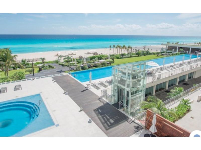 MLS-BRCA203    Departamento frente al mar venta en Emerald Cancun  Edificio frente al mar con 106 residencias de lujo.  Condominio de  3 recamaras con 3.5 baños, terraza con vista al Mar, terraza con vista a la Laguna, sala, comedor, ante comedor, sala de TV, cocina y cuarto de servicio y de lavado.  2 cajones de estacionamiento techados.  Acabados de lujo: Pisos de marmol en interiores y terraza  Cocina de lujo marca Miele  Terraza con jacuzzi vista al mar  Bodega  Amenidades : Motor Lobby Servicio de valet parking Spa Gimnasio y bańo de vapor Restaurante Cancha de tennis Cancha de Paddle tennis Alberca infinity con Camastros y sombrillas tipo lounge Jacuzzi exterior y techado Sala de usos multiples 80 metros de frente de playa Seguridad y circuito cerrado Elevador directo al condominio  3 Recamaras 3.5 Bańos Superficie: 300 m2 Precio: USD1,825,000 (34'675,000 PESOS)  Si deseas saber el inventario completo disponible en este edificio u otras opciones en la zona, contáctanos y te ofrecemos las mejores opciones del mercado. 20