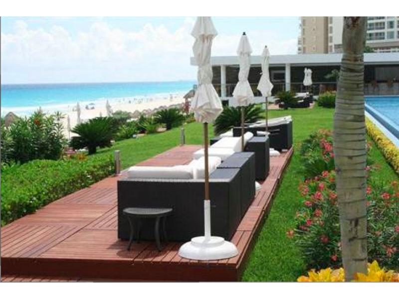 MLS-BRCA203    Departamento frente al mar venta en Emerald Cancun  Edificio frente al mar con 106 residencias de lujo.  Condominio de  3 recamaras con 3.5 baños, terraza con vista al Mar, terraza con vista a la Laguna, sala, comedor, ante comedor, sala de TV, cocina y cuarto de servicio y de lavado.  2 cajones de estacionamiento techados.  Acabados de lujo: Pisos de marmol en interiores y terraza  Cocina de lujo marca Miele  Terraza con jacuzzi vista al mar  Bodega  Amenidades : Motor Lobby Servicio de valet parking Spa Gimnasio y bańo de vapor Restaurante Cancha de tennis Cancha de Paddle tennis Alberca infinity con Camastros y sombrillas tipo lounge Jacuzzi exterior y techado Sala de usos multiples 80 metros de frente de playa Seguridad y circuito cerrado Elevador directo al condominio  3 Recamaras 3.5 Bańos Superficie: 300 m2 Precio: USD1,825,000 (34'675,000 PESOS)  Si deseas saber el inventario completo disponible en este edificio u otras opciones en la zona, contáctanos y te ofrecemos las mejores opciones del mercado. 21