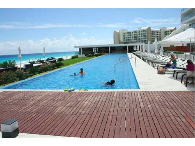 MLS-BRCA203    Departamento frente al mar venta en Emerald Cancun  Edificio frente al mar con 106 residencias de lujo.  Condominio de  3 recamaras con 3.5 baños, terraza con vista al Mar, terraza con vista a la Laguna, sala, comedor, ante comedor, sala de TV, cocina y cuarto de servicio y de lavado.  2 cajones de estacionamiento techados.  Acabados de lujo: Pisos de marmol en interiores y terraza  Cocina de lujo marca Miele  Terraza con jacuzzi vista al mar  Bodega  Amenidades : Motor Lobby Servicio de valet parking Spa Gimnasio y bańo de vapor Restaurante Cancha de tennis Cancha de Paddle tennis Alberca infinity con Camastros y sombrillas tipo lounge Jacuzzi exterior y techado Sala de usos multiples 80 metros de frente de playa Seguridad y circuito cerrado Elevador directo al condominio  3 Recamaras 3.5 Bańos Superficie: 300 m2 Precio: USD1,825,000 (34'675,000 PESOS)  Si deseas saber el inventario completo disponible en este edificio u otras opciones en la zona, contáctanos y te ofrecemos las mejores opciones del mercado. 23