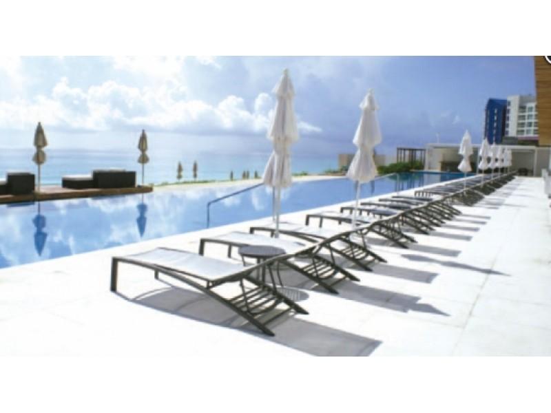 MLS-BRCA203    Departamento frente al mar venta en Emerald Cancun  Edificio frente al mar con 106 residencias de lujo.  Condominio de  3 recamaras con 3.5 baños, terraza con vista al Mar, terraza con vista a la Laguna, sala, comedor, ante comedor, sala de TV, cocina y cuarto de servicio y de lavado.  2 cajones de estacionamiento techados.  Acabados de lujo: Pisos de marmol en interiores y terraza  Cocina de lujo marca Miele  Terraza con jacuzzi vista al mar  Bodega  Amenidades : Motor Lobby Servicio de valet parking Spa Gimnasio y bańo de vapor Restaurante Cancha de tennis Cancha de Paddle tennis Alberca infinity con Camastros y sombrillas tipo lounge Jacuzzi exterior y techado Sala de usos multiples 80 metros de frente de playa Seguridad y circuito cerrado Elevador directo al condominio  3 Recamaras 3.5 Bańos Superficie: 300 m2 Precio: USD1,825,000 (34'675,000 PESOS)  Si deseas saber el inventario completo disponible en este edificio u otras opciones en la zona, contáctanos y te ofrecemos las mejores opciones del mercado. 24
