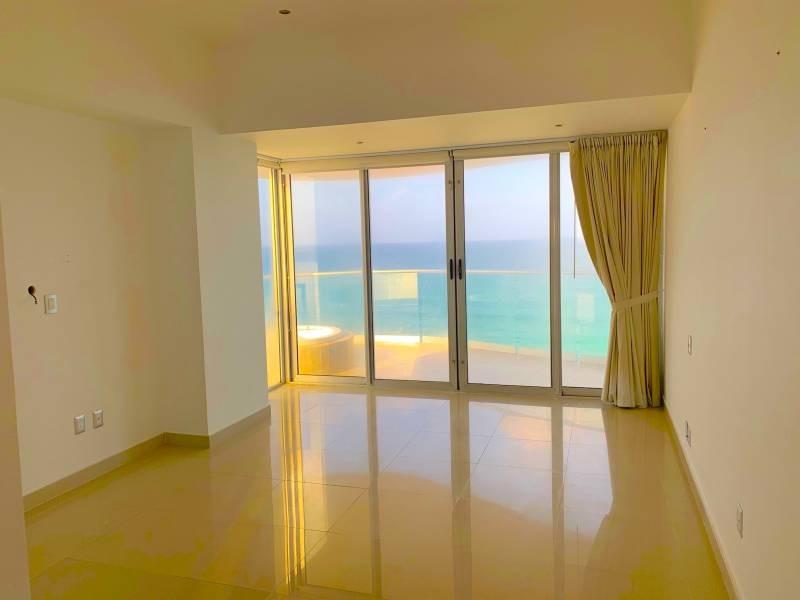 MLS-BRCA205  Condominio de lujo en esquina a la venta en Lahia Cancun  Hermosa residencia de lujo frente al mar en Lahia Spa Residences con vistas panorámicas del Caribe y la Laguna. Ubicado en la Zona Hotelera de Cancún a solo 12 minutos del aeropuerto, cerca de restaurantes y tiendas, pero lejos del ruido de la zona de antros.  Todas las recamaras tienen balcón von vista al mar o la laguna.  Ventanas de piso a techo lo que permite entrada de luz natural.  Elevador con acceso directo al condominio.  140 metros de frente de playa, con area de palapas y camastros.  Recamara principal con acceso a terraza con vista al mar.  Detalles de la propiedad: Sala Comedor Sala de tv Cocina integral de madera con cubierta de granito  Terraza con jacuzzi frente al mar Cuarto de lavado  Amenidades: cancha de tenis  alberca infinity gimnasio de dos pisos con vista al mar spa con jacuzzi y areas privadas de masaje area de juegos infantiles  Area para adolescentes seguridad con acceso controlados  elevadores  Snack bar Restaurante Centro de negocios Playa privada con mobiliario y palapas  3 Recamaras 3 Bańos completos Superficie: 292 m2  Precio: 1'600,000 USD  (30'400,000 PESOS)  Si quieres conocer esta y otras propiedades en la zona hotelera de Cancun, comunícate con nosotros y con gusto te asesoramos. 2