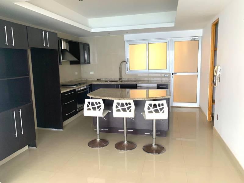 MLS-BRCA205  Condominio de lujo en esquina a la venta en Lahia Cancun  Hermosa residencia de lujo frente al mar en Lahia Spa Residences con vistas panorámicas del Caribe y la Laguna. Ubicado en la Zona Hotelera de Cancún a solo 12 minutos del aeropuerto, cerca de restaurantes y tiendas, pero lejos del ruido de la zona de antros.  Todas las recamaras tienen balcón von vista al mar o la laguna.  Ventanas de piso a techo lo que permite entrada de luz natural.  Elevador con acceso directo al condominio.  140 metros de frente de playa, con area de palapas y camastros.  Recamara principal con acceso a terraza con vista al mar.  Detalles de la propiedad: Sala Comedor Sala de tv Cocina integral de madera con cubierta de granito  Terraza con jacuzzi frente al mar Cuarto de lavado  Amenidades: cancha de tenis  alberca infinity gimnasio de dos pisos con vista al mar spa con jacuzzi y areas privadas de masaje area de juegos infantiles  Area para adolescentes seguridad con acceso controlados  elevadores  Snack bar Restaurante Centro de negocios Playa privada con mobiliario y palapas  3 Recamaras 3 Bańos completos Superficie: 292 m2  Precio: 1'600,000 USD  (30'400,000 PESOS)  Si quieres conocer esta y otras propiedades en la zona hotelera de Cancun, comunícate con nosotros y con gusto te asesoramos. 3