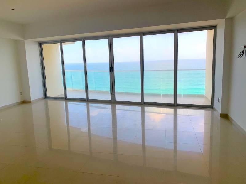 MLS-BRCA205  Condominio de lujo en esquina a la venta en Lahia Cancun  Hermosa residencia de lujo frente al mar en Lahia Spa Residences con vistas panorámicas del Caribe y la Laguna. Ubicado en la Zona Hotelera de Cancún a solo 12 minutos del aeropuerto, cerca de restaurantes y tiendas, pero lejos del ruido de la zona de antros.  Todas las recamaras tienen balcón von vista al mar o la laguna.  Ventanas de piso a techo lo que permite entrada de luz natural.  Elevador con acceso directo al condominio.  140 metros de frente de playa, con area de palapas y camastros.  Recamara principal con acceso a terraza con vista al mar.  Detalles de la propiedad: Sala Comedor Sala de tv Cocina integral de madera con cubierta de granito  Terraza con jacuzzi frente al mar Cuarto de lavado  Amenidades: cancha de tenis  alberca infinity gimnasio de dos pisos con vista al mar spa con jacuzzi y areas privadas de masaje area de juegos infantiles  Area para adolescentes seguridad con acceso controlados  elevadores  Snack bar Restaurante Centro de negocios Playa privada con mobiliario y palapas  3 Recamaras 3 Bańos completos Superficie: 292 m2  Precio: 1'600,000 USD  (30'400,000 PESOS)  Si quieres conocer esta y otras propiedades en la zona hotelera de Cancun, comunícate con nosotros y con gusto te asesoramos. 5