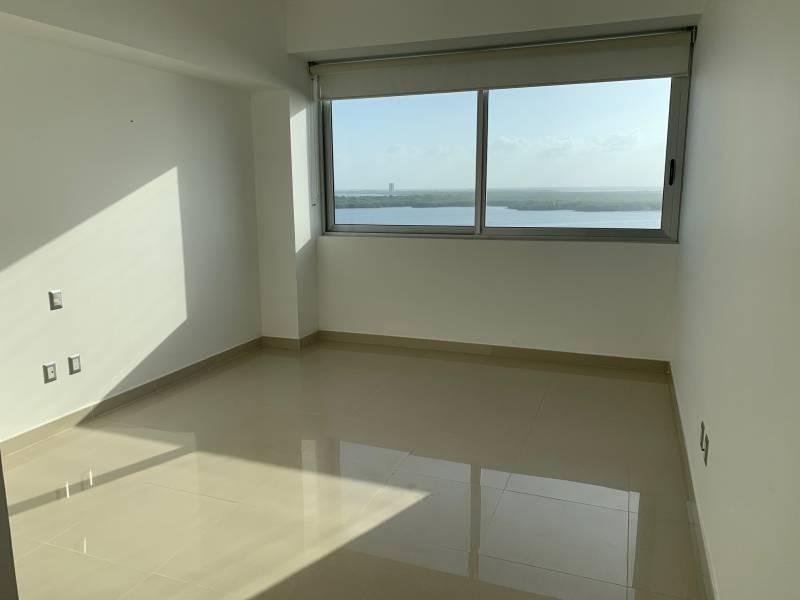 MLS-BRCA205  Condominio de lujo en esquina a la venta en Lahia Cancun  Hermosa residencia de lujo frente al mar en Lahia Spa Residences con vistas panorámicas del Caribe y la Laguna. Ubicado en la Zona Hotelera de Cancún a solo 12 minutos del aeropuerto, cerca de restaurantes y tiendas, pero lejos del ruido de la zona de antros.  Todas las recamaras tienen balcón von vista al mar o la laguna.  Ventanas de piso a techo lo que permite entrada de luz natural.  Elevador con acceso directo al condominio.  140 metros de frente de playa, con area de palapas y camastros.  Recamara principal con acceso a terraza con vista al mar.  Detalles de la propiedad: Sala Comedor Sala de tv Cocina integral de madera con cubierta de granito  Terraza con jacuzzi frente al mar Cuarto de lavado  Amenidades: cancha de tenis  alberca infinity gimnasio de dos pisos con vista al mar spa con jacuzzi y areas privadas de masaje area de juegos infantiles  Area para adolescentes seguridad con acceso controlados  elevadores  Snack bar Restaurante Centro de negocios Playa privada con mobiliario y palapas  3 Recamaras 3 Bańos completos Superficie: 292 m2  Precio: 1'600,000 USD  (30'400,000 PESOS)  Si quieres conocer esta y otras propiedades en la zona hotelera de Cancun, comunícate con nosotros y con gusto te asesoramos. 13