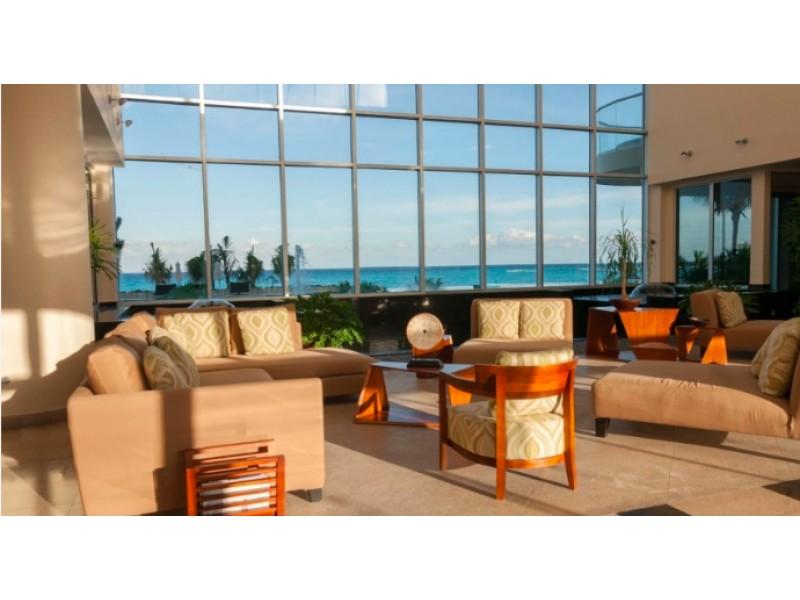 MLS-BRCA205  Condominio de lujo en esquina a la venta en Lahia Cancun  Hermosa residencia de lujo frente al mar en Lahia Spa Residences con vistas panorámicas del Caribe y la Laguna. Ubicado en la Zona Hotelera de Cancún a solo 12 minutos del aeropuerto, cerca de restaurantes y tiendas, pero lejos del ruido de la zona de antros.  Todas las recamaras tienen balcón von vista al mar o la laguna.  Ventanas de piso a techo lo que permite entrada de luz natural.  Elevador con acceso directo al condominio.  140 metros de frente de playa, con area de palapas y camastros.  Recamara principal con acceso a terraza con vista al mar.  Detalles de la propiedad: Sala Comedor Sala de tv Cocina integral de madera con cubierta de granito  Terraza con jacuzzi frente al mar Cuarto de lavado  Amenidades: cancha de tenis  alberca infinity gimnasio de dos pisos con vista al mar spa con jacuzzi y areas privadas de masaje area de juegos infantiles  Area para adolescentes seguridad con acceso controlados  elevadores  Snack bar Restaurante Centro de negocios Playa privada con mobiliario y palapas  3 Recamaras 3 Bańos completos Superficie: 292 m2  Precio: 1'600,000 USD  (30'400,000 PESOS)  Si quieres conocer esta y otras propiedades en la zona hotelera de Cancun, comunícate con nosotros y con gusto te asesoramos. 18