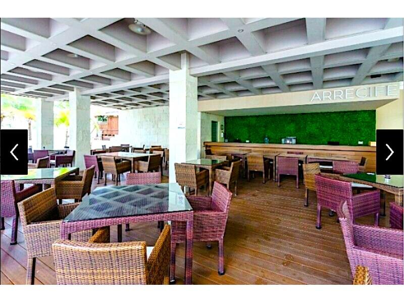 MLS-BRCA205  Condominio de lujo en esquina a la venta en Lahia Cancun  Hermosa residencia de lujo frente al mar en Lahia Spa Residences con vistas panorámicas del Caribe y la Laguna. Ubicado en la Zona Hotelera de Cancún a solo 12 minutos del aeropuerto, cerca de restaurantes y tiendas, pero lejos del ruido de la zona de antros.  Todas las recamaras tienen balcón von vista al mar o la laguna.  Ventanas de piso a techo lo que permite entrada de luz natural.  Elevador con acceso directo al condominio.  140 metros de frente de playa, con area de palapas y camastros.  Recamara principal con acceso a terraza con vista al mar.  Detalles de la propiedad: Sala Comedor Sala de tv Cocina integral de madera con cubierta de granito  Terraza con jacuzzi frente al mar Cuarto de lavado  Amenidades: cancha de tenis  alberca infinity gimnasio de dos pisos con vista al mar spa con jacuzzi y areas privadas de masaje area de juegos infantiles  Area para adolescentes seguridad con acceso controlados  elevadores  Snack bar Restaurante Centro de negocios Playa privada con mobiliario y palapas  3 Recamaras 3 Bańos completos Superficie: 292 m2  Precio: 1'600,000 USD  (30'400,000 PESOS)  Si quieres conocer esta y otras propiedades en la zona hotelera de Cancun, comunícate con nosotros y con gusto te asesoramos. 20