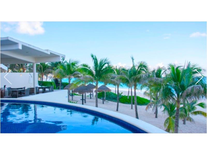 MLS-BRCA205  Condominio de lujo en esquina a la venta en Lahia Cancun  Hermosa residencia de lujo frente al mar en Lahia Spa Residences con vistas panorámicas del Caribe y la Laguna. Ubicado en la Zona Hotelera de Cancún a solo 12 minutos del aeropuerto, cerca de restaurantes y tiendas, pero lejos del ruido de la zona de antros.  Todas las recamaras tienen balcón von vista al mar o la laguna.  Ventanas de piso a techo lo que permite entrada de luz natural.  Elevador con acceso directo al condominio.  140 metros de frente de playa, con area de palapas y camastros.  Recamara principal con acceso a terraza con vista al mar.  Detalles de la propiedad: Sala Comedor Sala de tv Cocina integral de madera con cubierta de granito  Terraza con jacuzzi frente al mar Cuarto de lavado  Amenidades: cancha de tenis  alberca infinity gimnasio de dos pisos con vista al mar spa con jacuzzi y areas privadas de masaje area de juegos infantiles  Area para adolescentes seguridad con acceso controlados  elevadores  Snack bar Restaurante Centro de negocios Playa privada con mobiliario y palapas  3 Recamaras 3 Bańos completos Superficie: 292 m2  Precio: 1'600,000 USD  (30'400,000 PESOS)  Si quieres conocer esta y otras propiedades en la zona hotelera de Cancun, comunícate con nosotros y con gusto te asesoramos. 23
