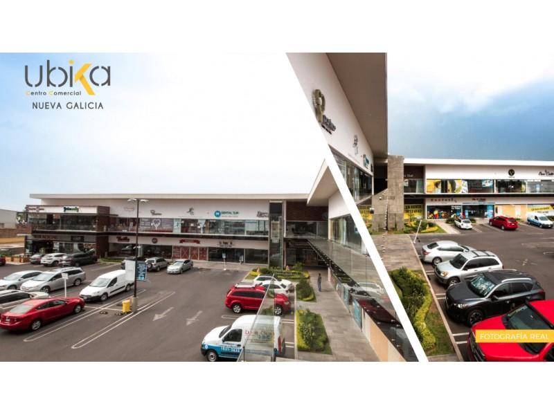 Local Renta Plaza Comercial Nueva Galicia $22,182 K396 E1  Local comercial disponible en Plaza Comercial Nueva Galicia, exclusividad de giros (preguntar por giros disponibles).  Mejora los rendimientos de tu negocio con esta ubicación privilegiada.  Local #9 Planta Baja Superficie: 79.22 m2 Mantenimiento adicional: $2,469 pesos Más IVA  Ubicación de la plaza comercial: Calle Blvd. Prol. Mariano Otero 1518, Nueva Galicia, La Tijera, 45645 Tlajomulco de Zúñiga, Jal.  Características de la plaza:  33 Locales comerciales 4,800 m2 de terreno 2,881 m2 de área rentable 85 Cajones de estacionamiento ENTREGA INMEDIATA  C O N D I C I O N E S:  • Precios de renta estimados más IVA. • Precios de mantenimiento aproximados del $31.16 pesos x m2 más del valor de la renta. • Se respetará exclusividad de Giro. • Las remodelaciones e imagen de fachada de los locatarios deberán ser autorizadas por Naroa. • Se deberá respetar el manual de adecuaciones. • La administración de la plaza se hará por parte de Naroa. *Precios y marcas sujetos a cambios sin previo aviso.  R E Q U I S I T O S:  • Llenar solicitud y presentar carta intensión. • Investigación de buro arrendador • Renta más IVA más cuotas de mantenimiento • Incremento anual de renta según INPC • Pago de 1 mes de depósito en garantía y 2 meses de renta anticipada por la marca a la firma de contrato. • Plazo mínimo de 2 años de contrato • A la firma de contrato pago de 2 meses de renta anticipada y 1 deposito en garantía • Exclusividad de giro • Proporción de días de gracia según m2 rentados para adecuaciones sin pago de rentas ni cuotas de mantenimiento • Fiador con propiedad libre de gravamen. 2