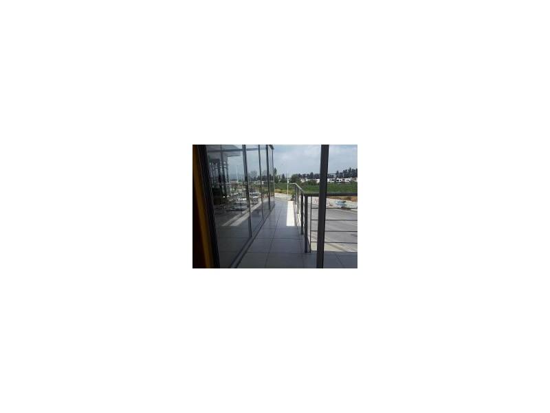 Local comercial en Planta Alta, excelentes condiciones, casi nuevo, cuenta con baños y regaderas, apto para cuaquier giro como Gym, Alitas, Escuela, etc. Muy cerca de la Av, Adolph Horn, zona de gran crecimiento. 8