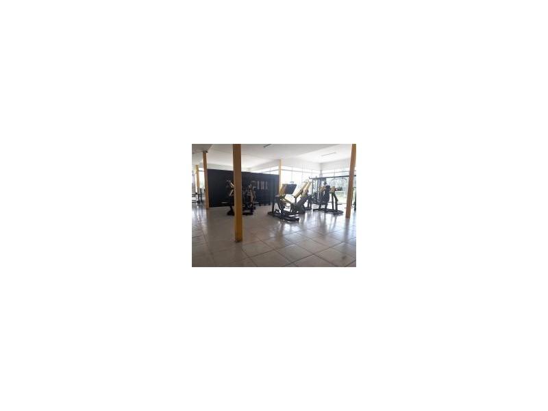 Local comercial en Planta Alta, excelentes condiciones, casi nuevo, cuenta con baños y regaderas, apto para cuaquier giro como Gym, Alitas, Escuela, etc. Muy cerca de la Av, Adolph Horn, zona de gran crecimiento. 12