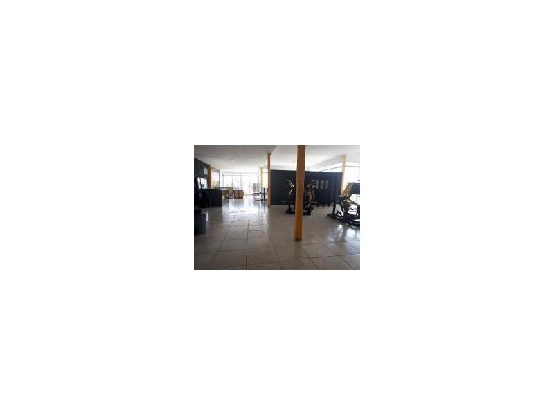 Local comercial en Planta Alta, excelentes condiciones, casi nuevo, cuenta con baños y regaderas, apto para cuaquier giro como Gym, Alitas, Escuela, etc. Muy cerca de la Av, Adolph Horn, zona de gran crecimiento. 15