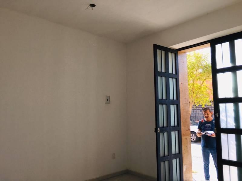 OPORTUNIDAD PARA INVERSIONISTAS LOCAL COMERCIAL EN VENTA EN  ANALCO, GUADALAJARA JALISCO  SUPERFICIE  34.59 FRENTE 4.65    FONDO 6.80  MEDIO BAÑO PISO DE MOSAICO  CUENTA CON SERVICIOS MUNICIPALES  EXTRACTORES ALJIBE  SISTEMA BIFÁSICO   4