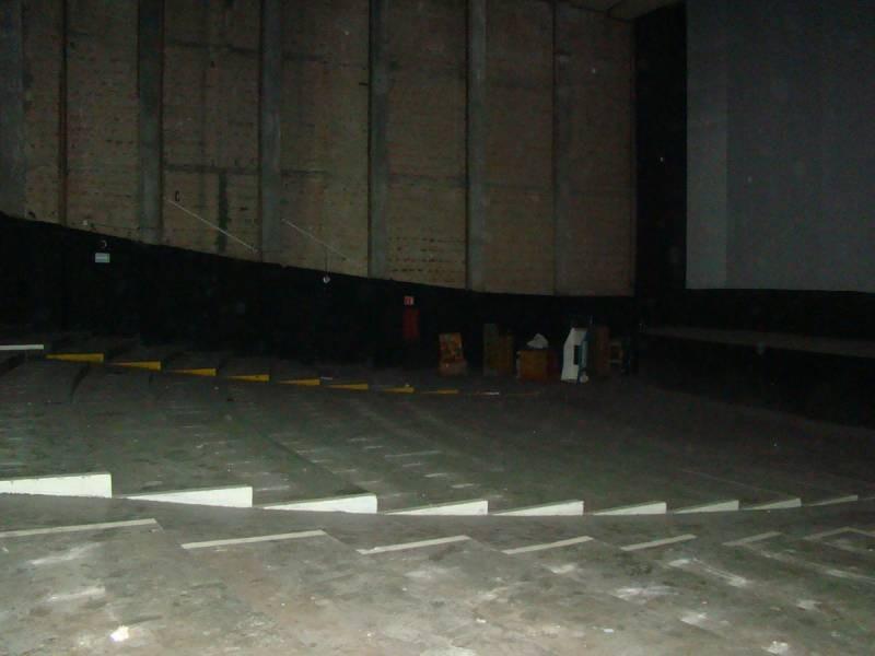 BODEGA O LOCAL COMERCIAL EN EL CENTRO DE GUADALAJARA Ideal para bodega o comercio. Se encuentra en el segundo nivel, plaza con estacionamiento, tiene de construcción 1115 m2 y de terreno 713 m2, ubicado en Av. Juárez a media cuadra de La Calzada Indepedencia. 4