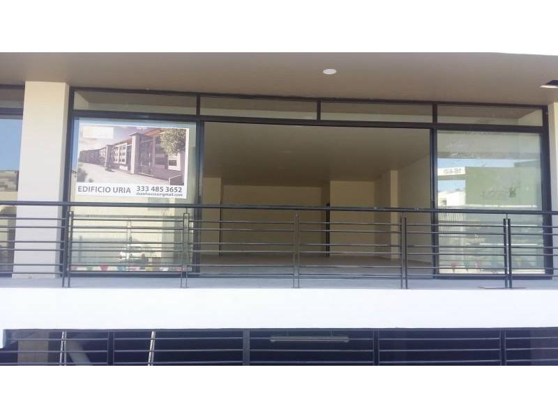 Desarrollos Zuhaus =333 485 36 52= Local amplio con 2 baños en el Edificio Uria en zona de gran cantidad de viviendas residencial media a 5 minutos de periferico y Lopes Mateos. exelente inversiòn.  3