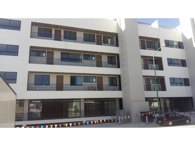 Desarrollos Zuhaus =333 485 36 52= Local amplio con 2 baños en el Edificio Uria en zona de gran cantidad de viviendas residencial media a 5 minutos de periferico y Lopes Mateos. exelente inversiòn.  2