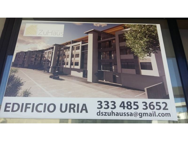 Desarrollos Zuhaus =333 485 36 52= Local amplio con 2 baños en el Edificio Uria en zona de gran cantidad de viviendas residencial media a 5 minutos de periferico y Lopes Mateos. exelente inversiòn.  4