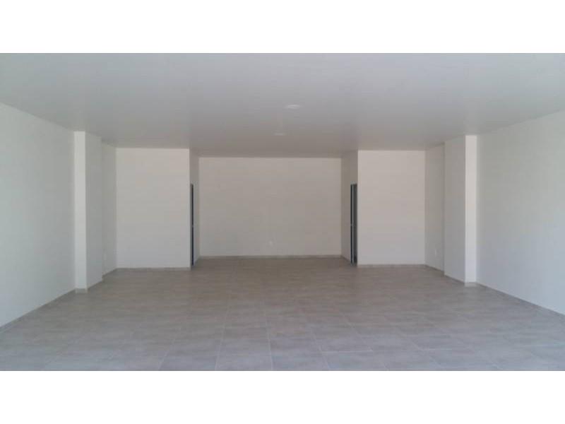 Desarrollos Zuhaus =333 485 36 52= Local amplio con 2 baños en el Edificio Uria en zona de gran cantidad de viviendas residencial media a 5 minutos de periferico y Lopes Mateos. exelente inversiòn.  5