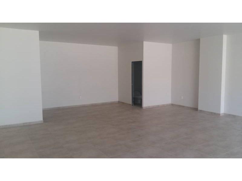 Desarrollos Zuhaus =333 485 36 52= Local amplio con 2 baños en el Edificio Uria en zona de gran cantidad de viviendas residencial media a 5 minutos de periferico y Lopes Mateos. exelente inversiòn.  6