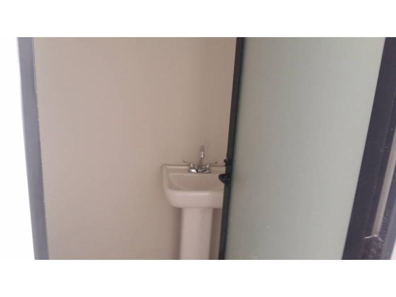 Desarrollos Zuhaus =333 485 36 52= Local amplio con 2 baños en el Edificio Uria en zona de gran cantidad de viviendas residencial media a 5 minutos de periferico y Lopes Mateos. exelente inversiòn.  8