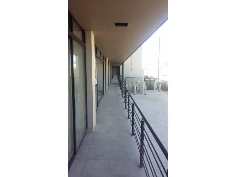 Desarrollos Zuhaus =333 485 36 52= Local amplio con 2 baños en el Edificio Uria en zona de gran cantidad de viviendas residencial media a 5 minutos de periferico y Lopes Mateos. exelente inversiòn.  11