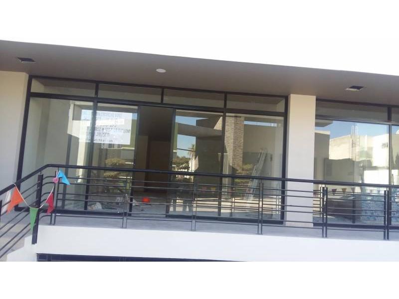 Desarrollos Zuhaus =333 485 36 52= Local amplio con 2 baños en el Edificio Uria en zona de gran cantidad de viviendas residencial media a 5 minutos de periferico y Lopes Mateos. exelente inversiòn.  12