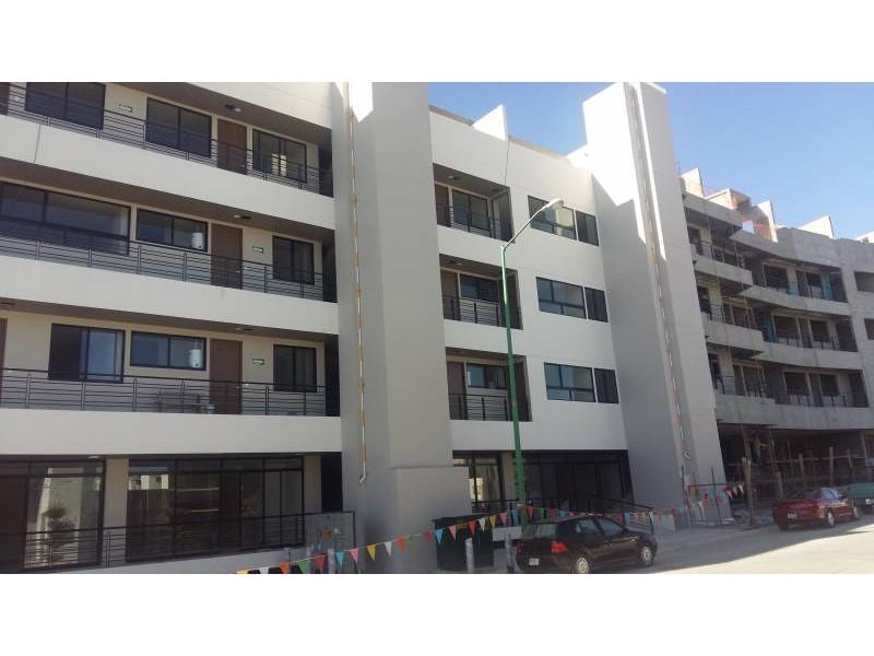 Desarrollos Zuhaus =333 485 36 52= Local amplio con 2 baños en el Edificio Uria en zona de gran cantidad de viviendas residencial media a 5 minutos de periferico y Lopes Mateos. exelente inversiòn.  1