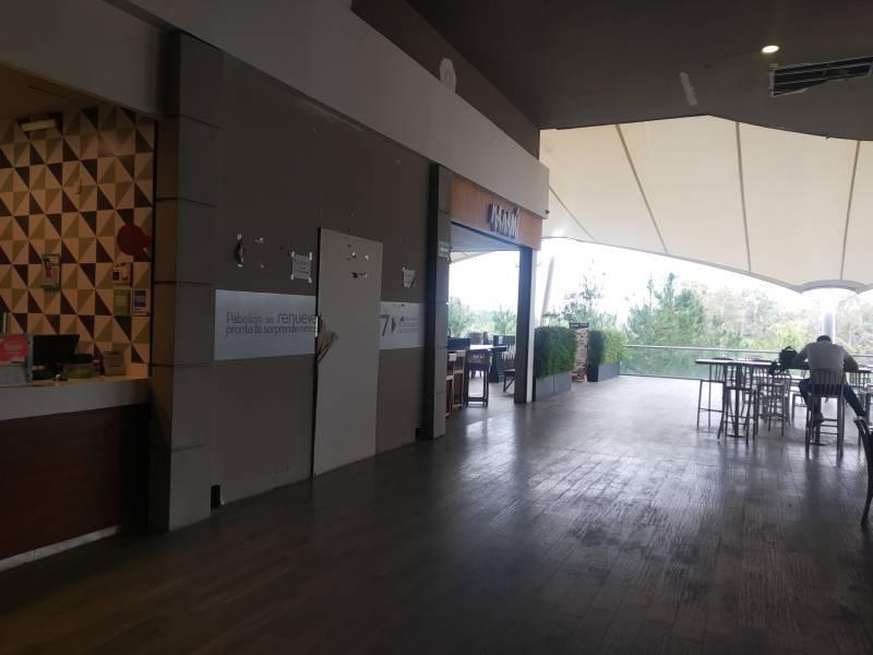 LOCAL COMERCIAL EN VENTA, AREA DE FOOD FAST, EXCELENTE UBICACIÓN DENTRO DEL AREA DE COMIDAS,  35m² MTTO. $2,350.00 APROX.  LA PLAZA YA CUENTA CON RESTAURANTES, CAFETERIAS, CINE, TIENDAS DE MUEBLES, ETC.. DENTRO DE PLAZA PABELLON.  Muy cerca de la universidad de medicina y Andares 3