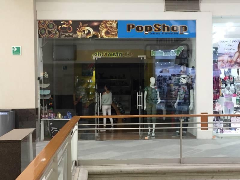 Local comercial en la Gran Plaza, ubicado en el primer piso, a un lado de Massimo dutti. El local cuenta con área abierta, medio baño y tiene un mezzanine de 40m aproximadamente. 1