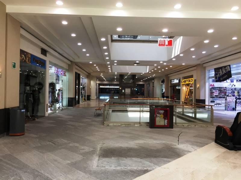 Local comercial en la Gran Plaza, ubicado en el primer piso, a un lado de Massimo dutti. El local cuenta con área abierta, medio baño y tiene un mezzanine de 40m aproximadamente. 5