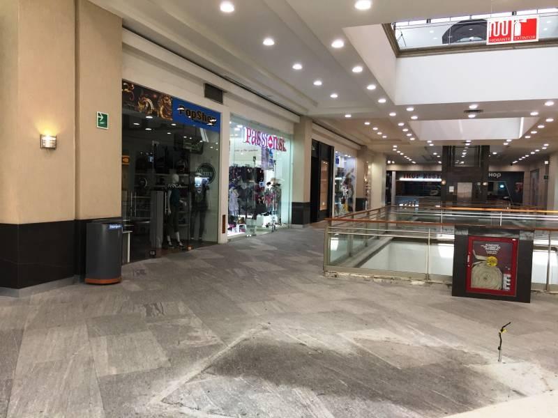 Local comercial en la Gran Plaza, ubicado en el primer piso, a un lado de Massimo dutti. El local cuenta con área abierta, medio baño y tiene un mezzanine de 40m aproximadamente. 7