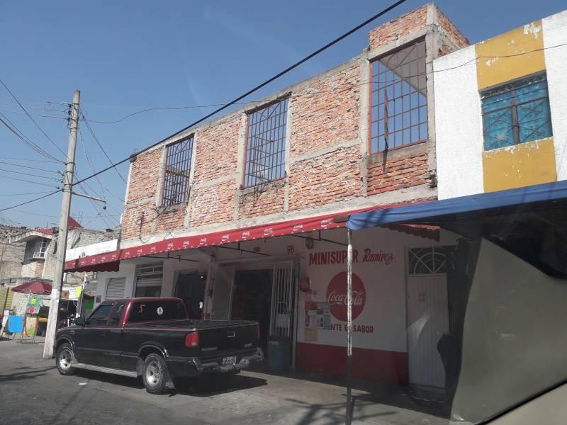 Local de 220m2, dentro de mercado Patria a 2 cuadras de Av. Colón. Actualmente funcionando.  Con opción a crecer otros 220m2 en la planta alta. 1