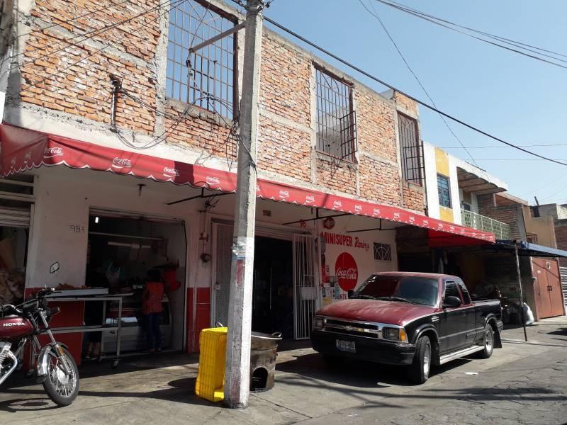 Local de 220m2, dentro de mercado Patria a 2 cuadras de Av. Colón. Actualmente funcionando.  Con opción a crecer otros 220m2 en la planta alta. 2